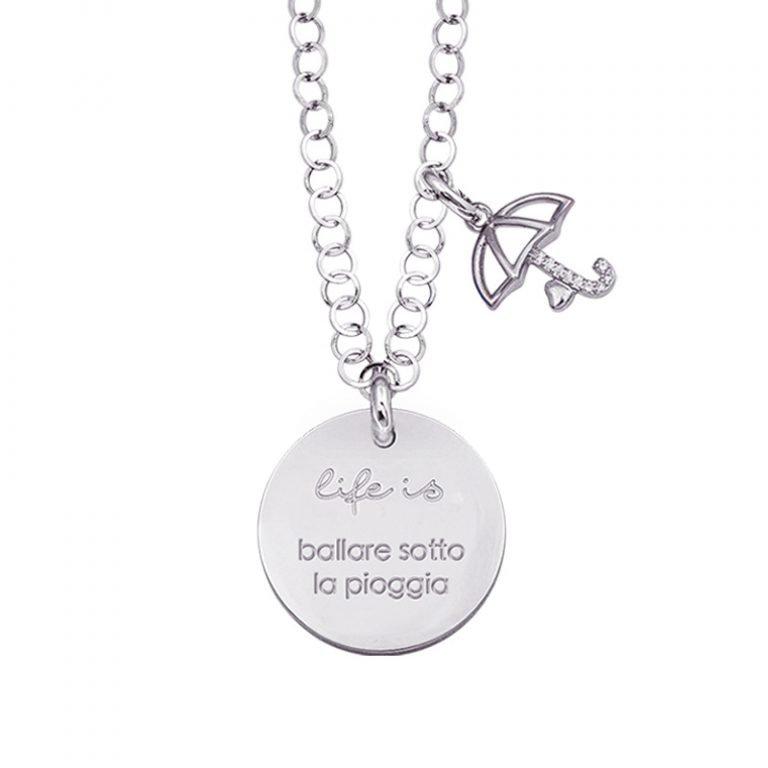 Life is Enjoy collana con medaglietta ballare sotto la pioggia e charm in zirconi For You Jewels